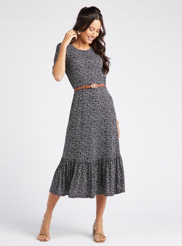 فستان ميدي متعدّد الطبقات بياقة مستديرة وأكمام 3/4 وطبعات