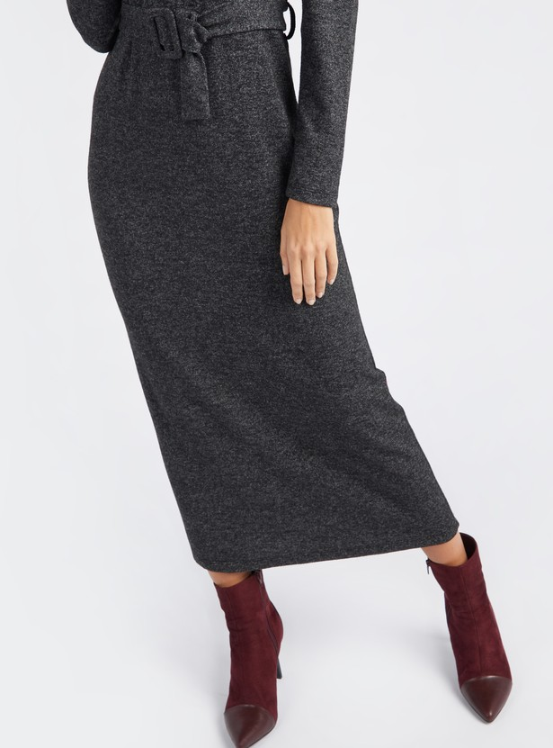 فستان بارز الملمس ماكسي واسع بأكمام طويلة وحزام