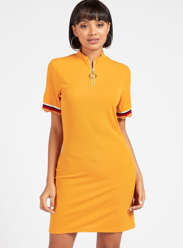 Textured Mini Bodycon Dress with Short Sleeves and Zip Closure