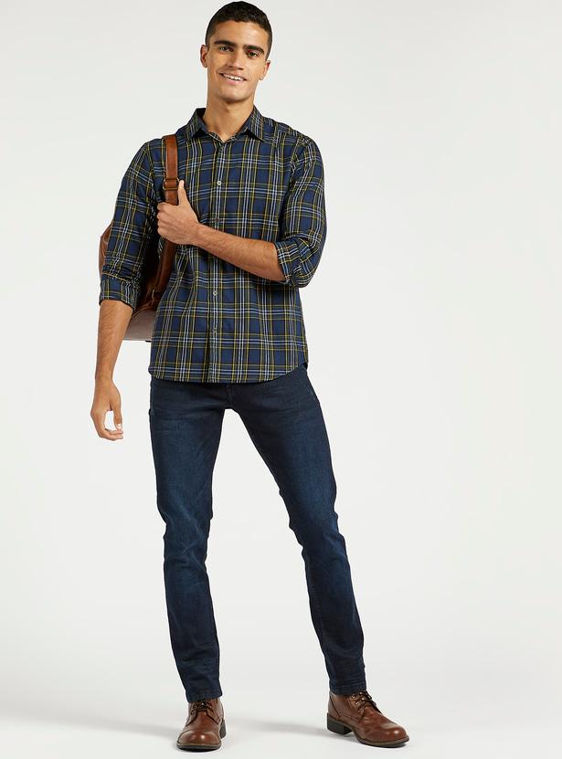 بنطلون جينز سكيني بارز الملمس بخصر متوسط الارتفاع وجيوب وحلقات حزام