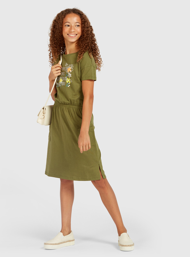 Slogan Print Midi Dress with Short Sleeves and Round Neck