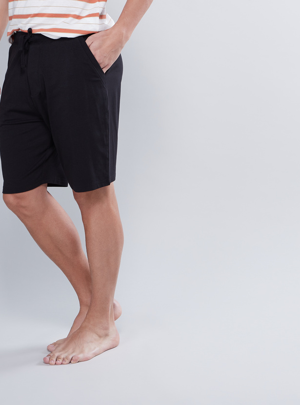 Plain Shorts with Tie Up and Pocket Detail