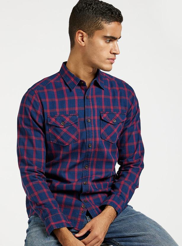 قميص مربعات بأكمام طويلة وجيب على الصدر