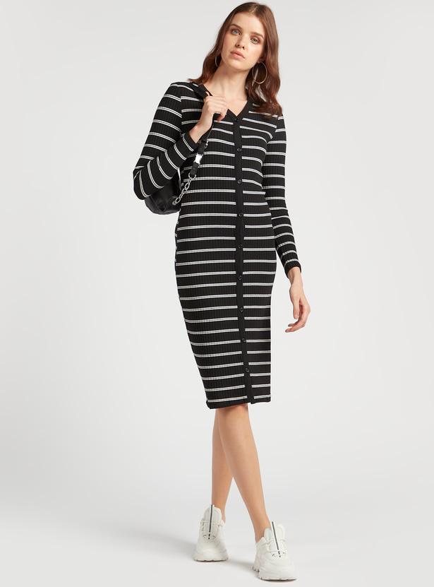 فستان واسع بياقة V مخطط بأكمام طويلة
