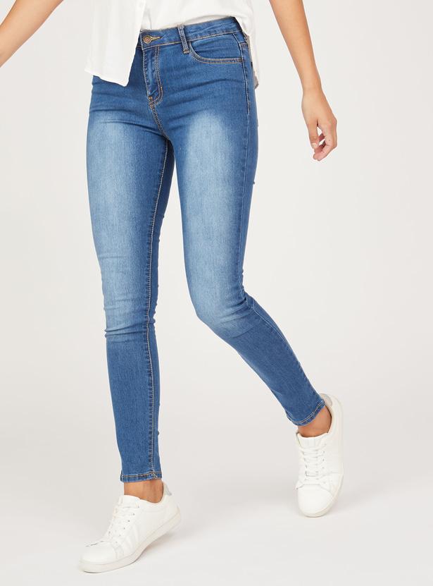 بنطلون جينز طويل سليم بارز الملمس بخصر متوسط الارتفاع وجيوب