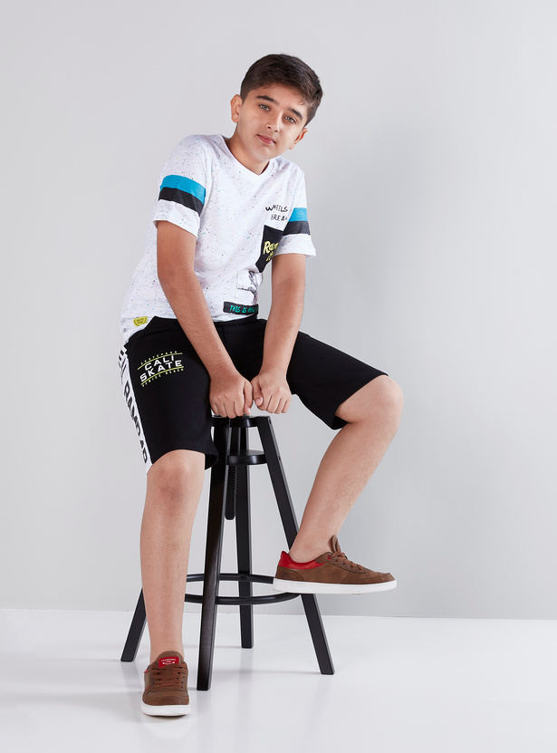 Printed Knee Length Shorts with 3-Pocket Side Tape Detail
