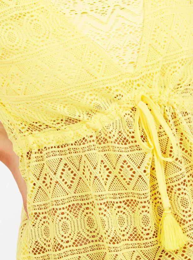 فستان بارز الملمس بأكمام قصيرة وأربطة
