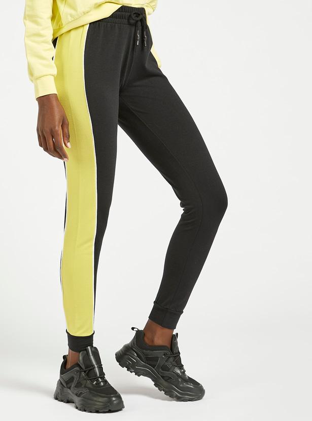 بنطلون رياضي بخصر متوسط الارتفاع وألواح متباينة وحزام