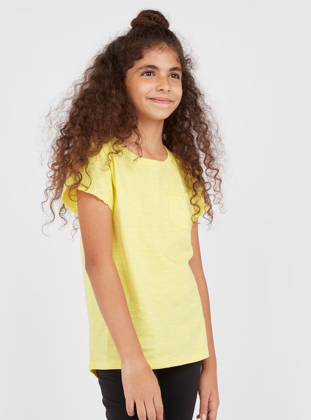 Solid T-shirt with Short Sleeves and Flower Applique Detail