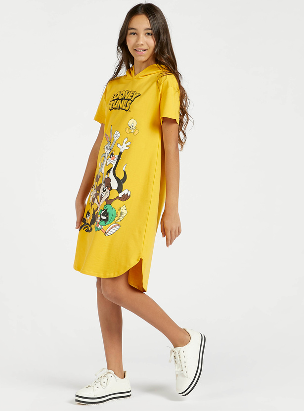 Looney Tunes Print Sweat Dress with Hood and Short Sleeves