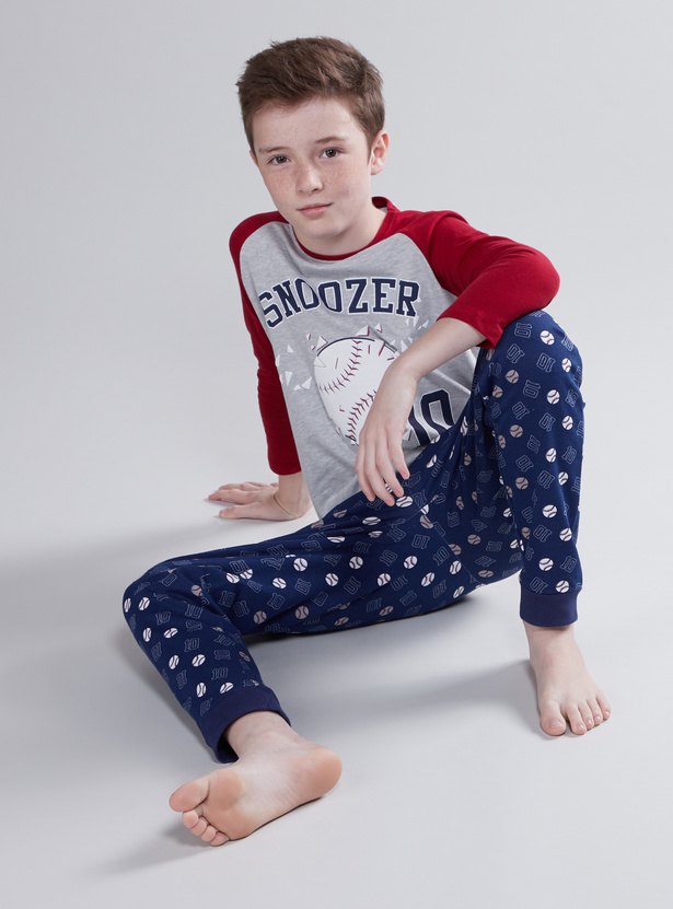 Printed Raglan Sleeves T-shirt with Printed Jog Pants